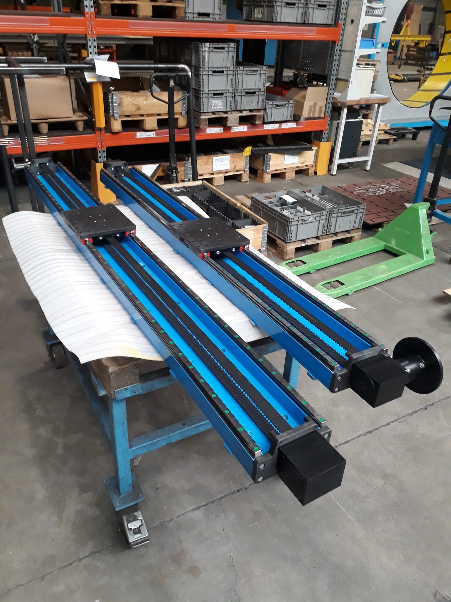 lineaire module met omlopende tandriem