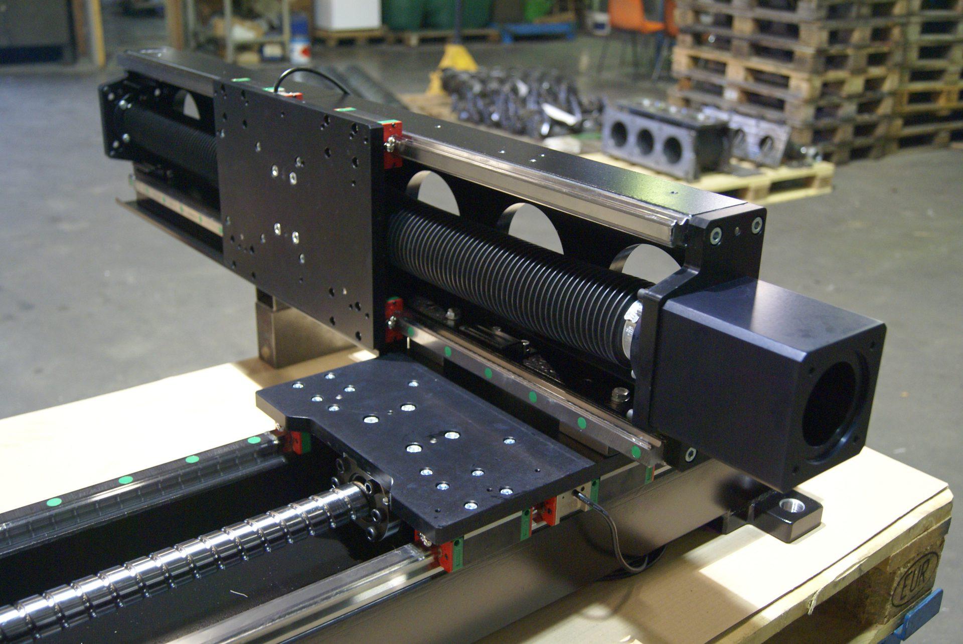 linear module mit kugelgewindetriebe in xy-anwendung